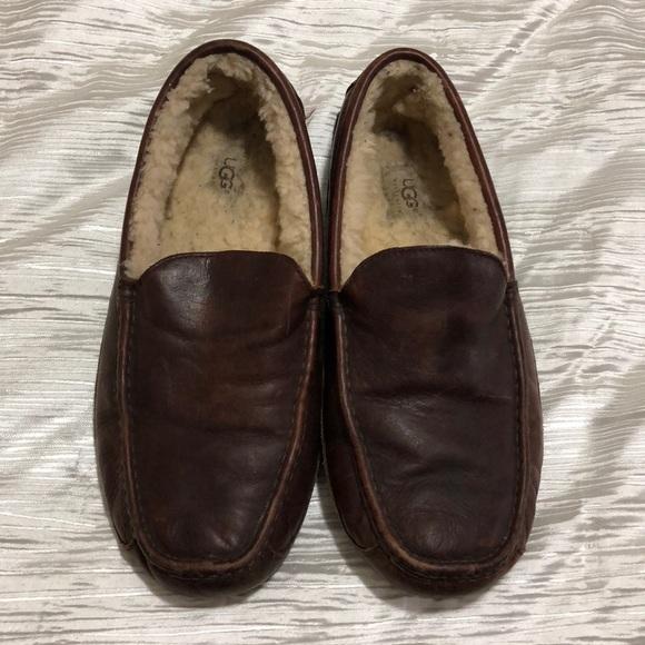 dee80866e0d Men s UGG Leather Ascot Slipper. M 5a5f84619cc7efa25824d352
